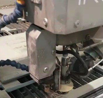 máquina corte por agua